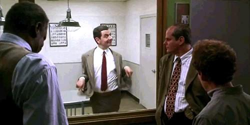 رقصیدن مستربین در اتاق پلیس