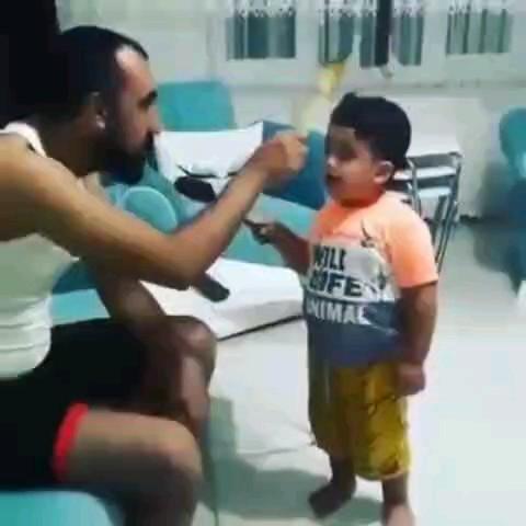 بازی خنده دار بچه و باباش با کفگیر :))