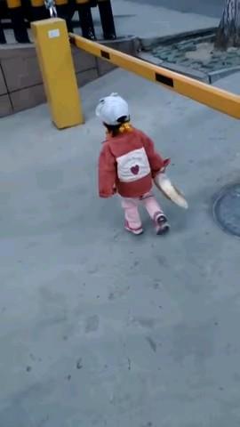 اینم یک گیف خنده دار کودک