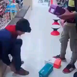 خنده دارترین دزدی تاریخ تو کفش فروشی :))