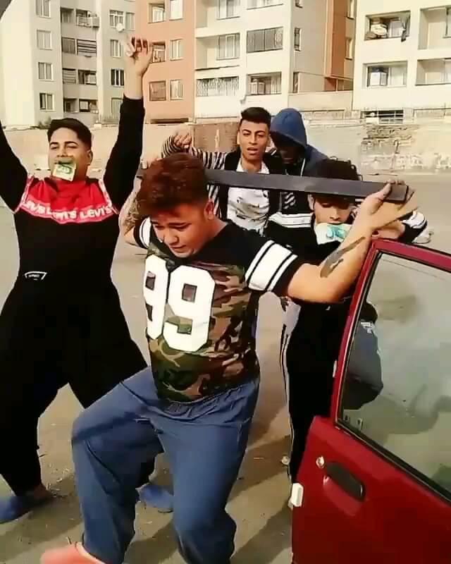 رقصیدن برادران بروسلی