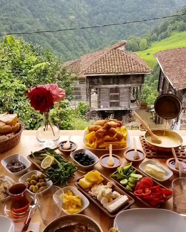 گیف متحرک صبح بخیر لاکچری | صبحانه در طبیعت بکر و زیبا