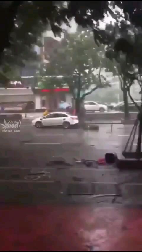 طوفان شدید و وحشتناک