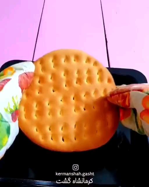 فیلم طرز تهیه نان روغنی سنتی کرمانشاه